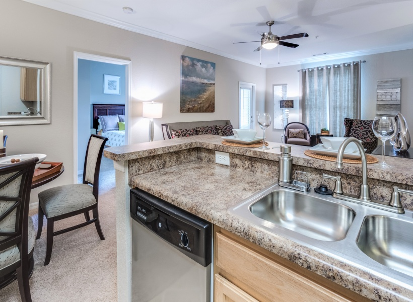 Cottonwood Reserve Apartments Kitchen and dining area