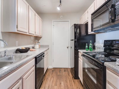 Midtown Crossing Apartments Kitchen