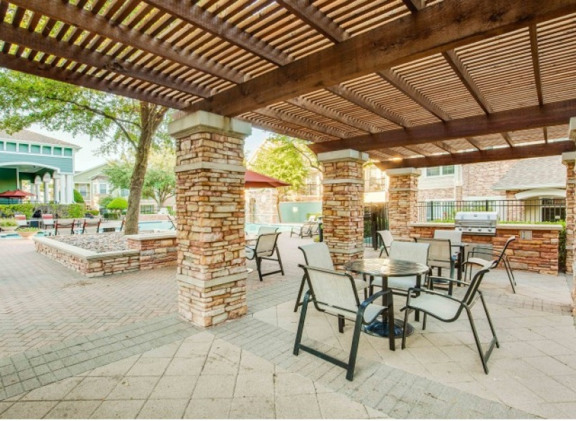 View of Cottonwood Ridgeview outdoor Picnic areas with gas grills, brick pavement, as well as outdoor seating areas.