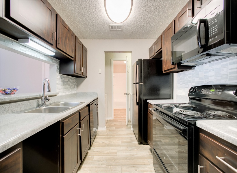 The Arbors of Las Colinas Apartment Kitchen
