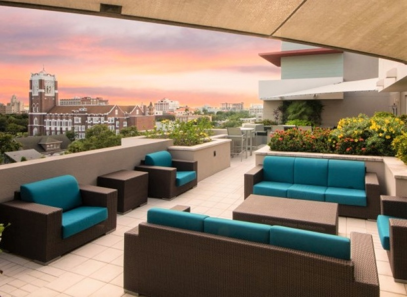 Cottonwood Bayview Rooftop Lounges